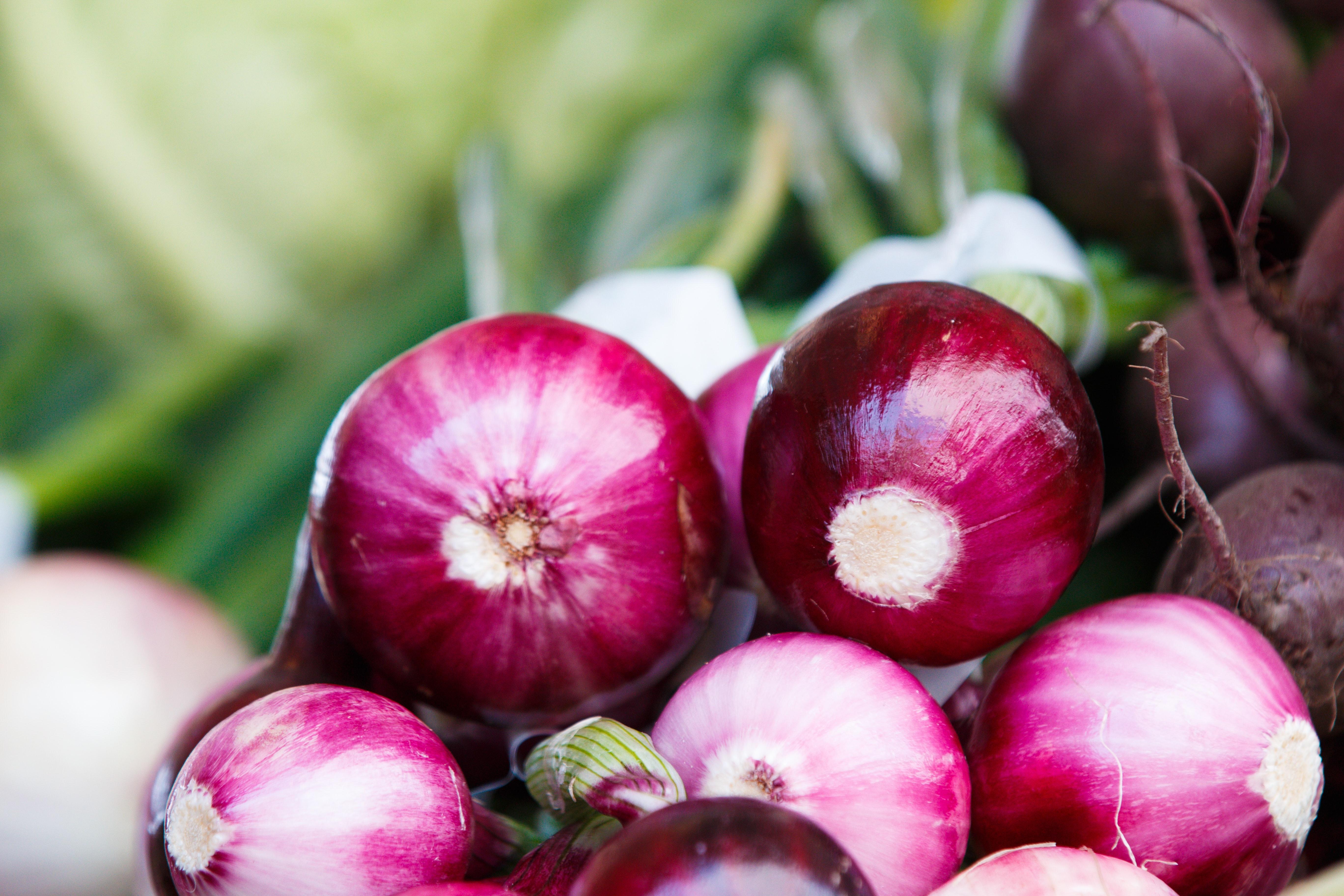 thomas-martinsen-U4YdDVliDlA-unsplash red spring onions